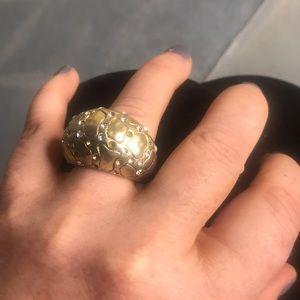 A ultra modern gold ring!